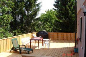 Holzbalken-Terrasse