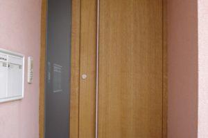 Hauseingang mit Tür